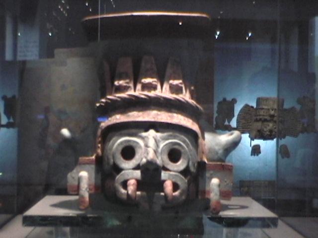 Escultura_en_el_Templo_Mayor.JPG