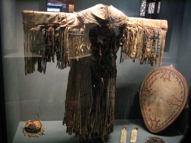 Evenk_shaman_costume.jpg