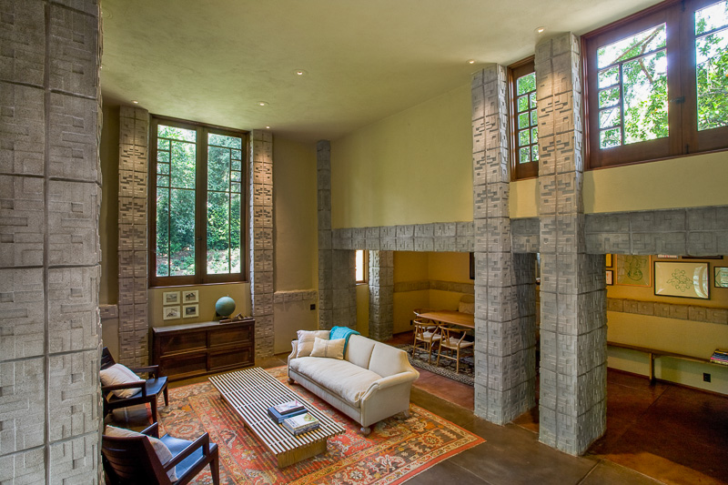 Frank-Lloyd-Wright-House-open-plan-lounge.jpeg