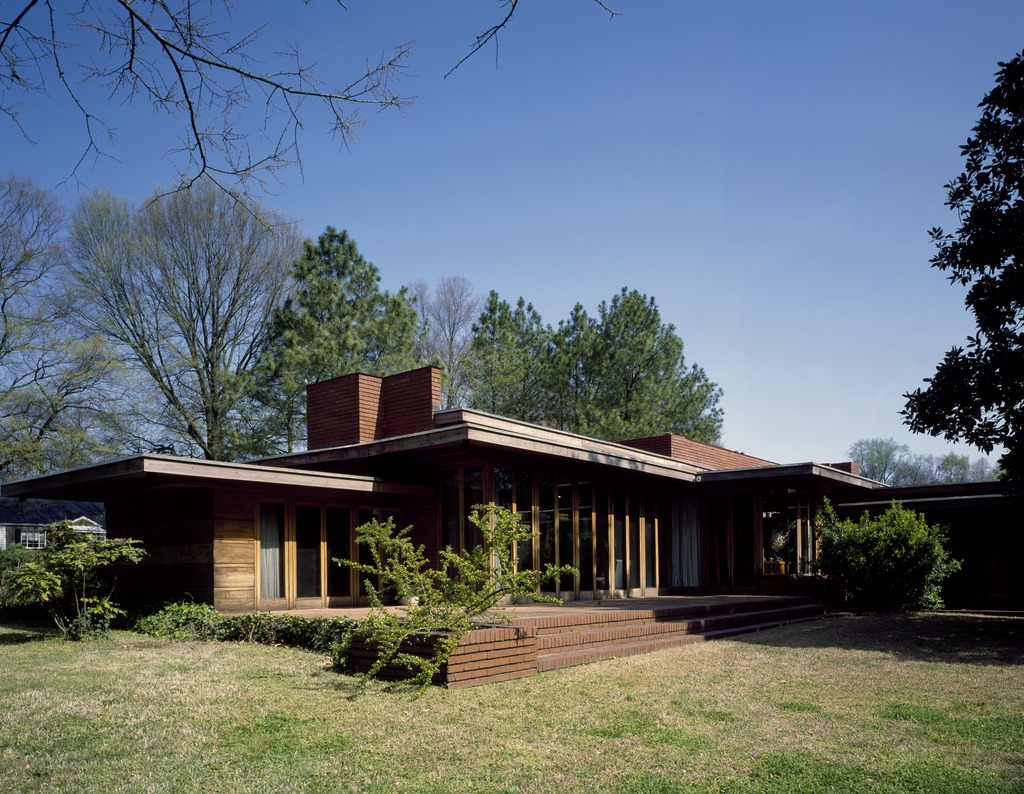 Frank_Lloyd_Wright_designed_house_in_Florence,_Alabama_LCCN2011631298.tif.jpg