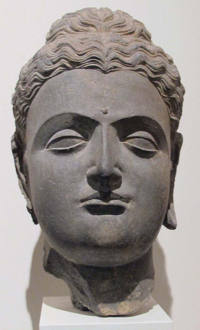 Gandhara,_testa_di_buddha,_I-III_sec.JPG