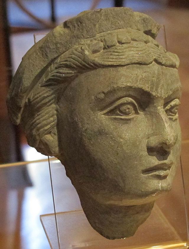Gandhara,_testa_femminile,_50_dc._ca._01.JPG