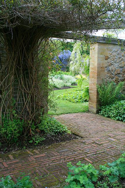 Garden,_Barrington_Court_-_geograph.org.uk_-_1314421.jpg