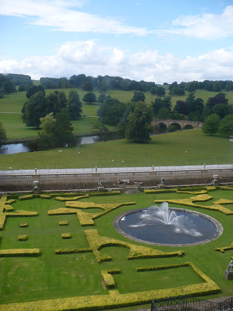 Garden_and_Bridge_-_Chatsworth_House_-_geograph.org.uk_-_1712722.jpg