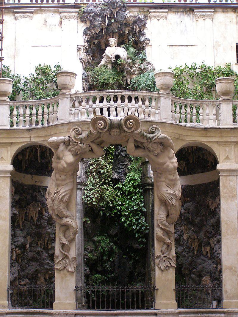 Genova_Palazzo_Podesta_dziedziniec.jpg
