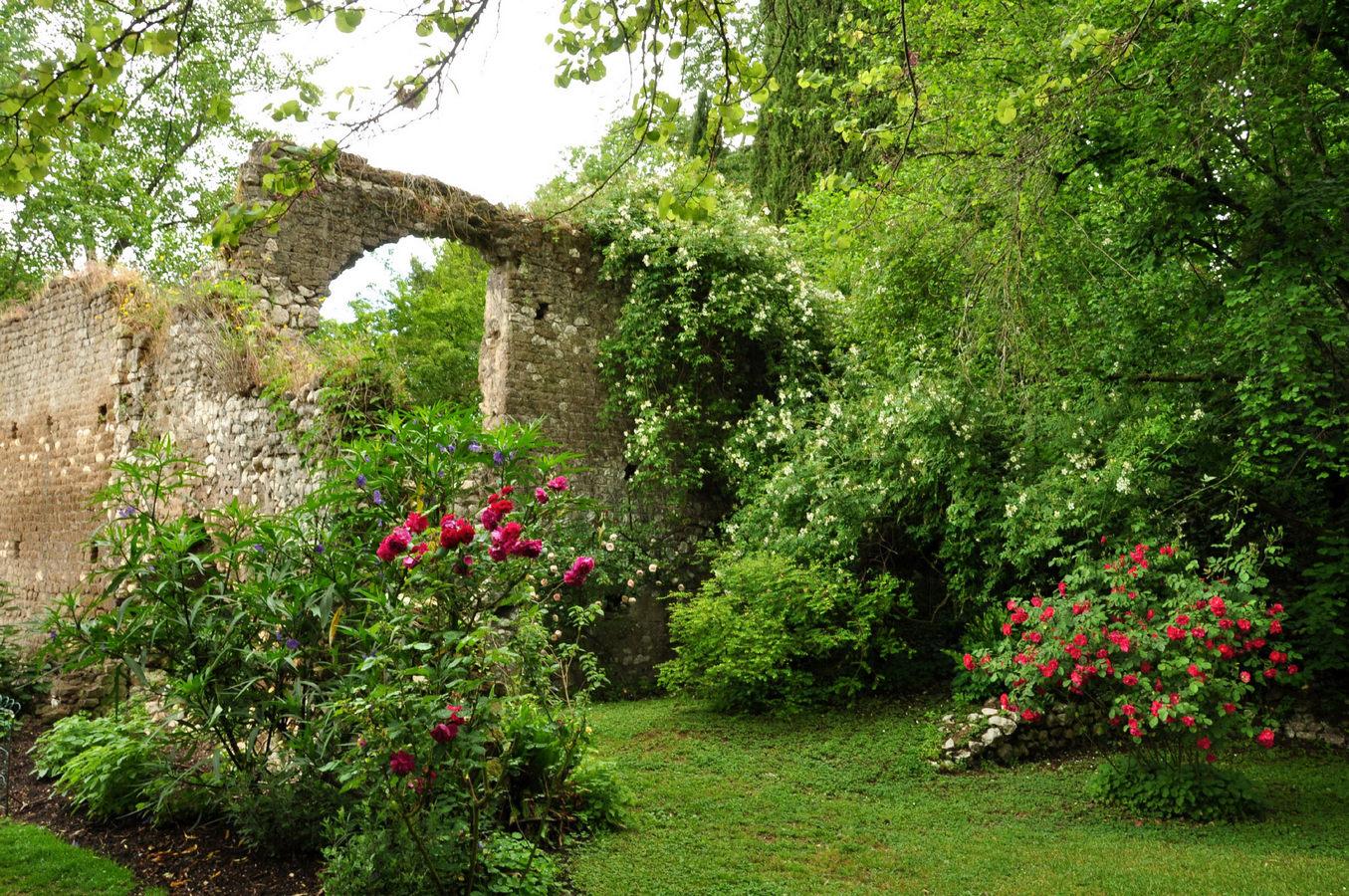 Giardino di Ninfa (Doganella) Italпy 1535075608(www.brodyaga.com).jpg