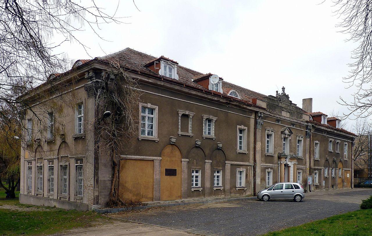 Gniezno,_zespół_budynku_Uniwersytetu_Ludowego,_1919-1920.jpg
