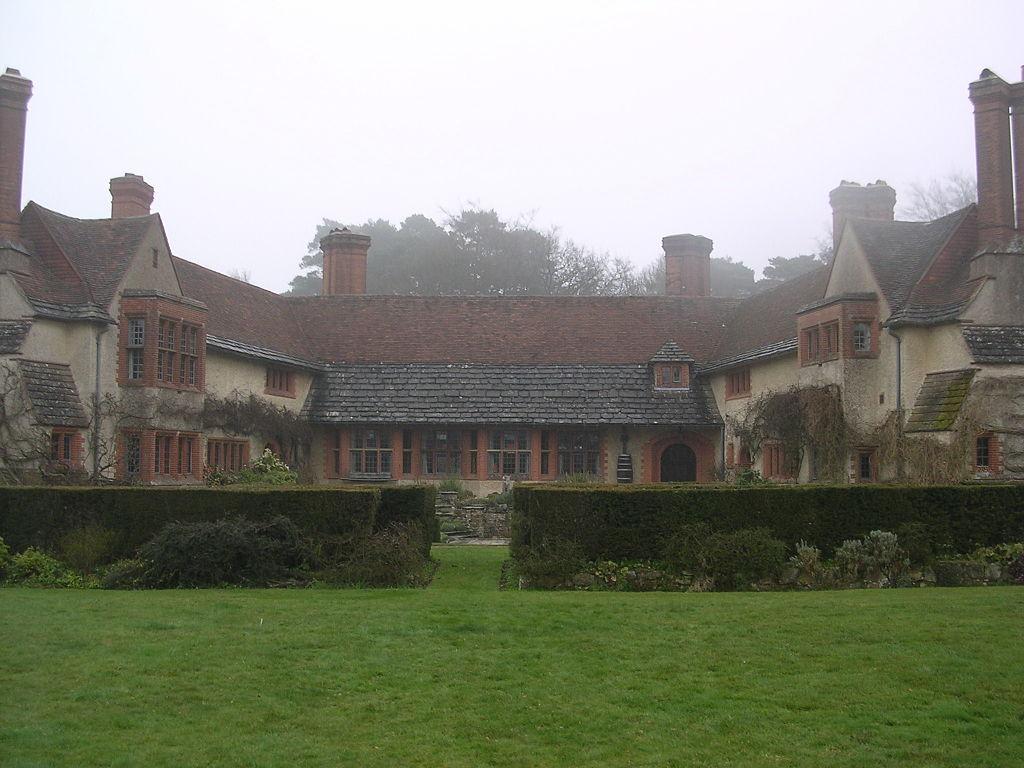 Goddards,_Abinger_Common,_Surrey-1473214426.jpg