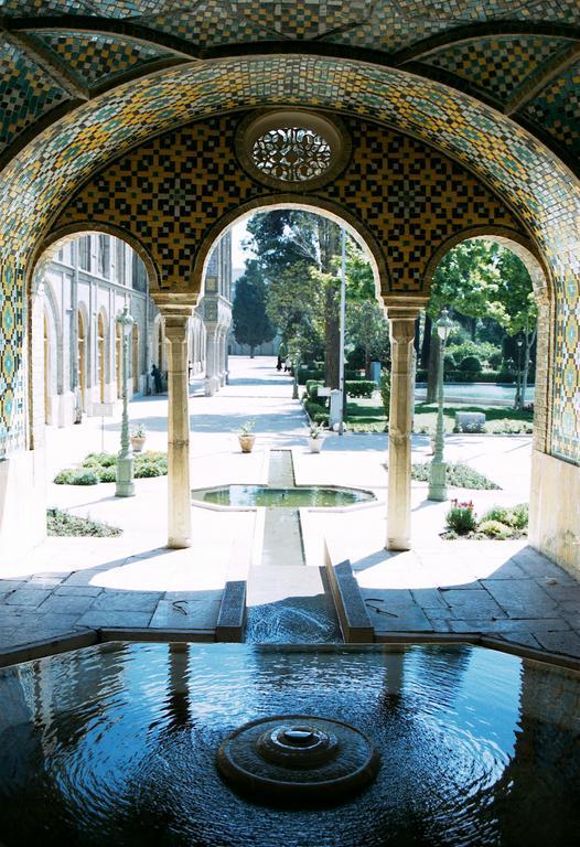 Golestan_-_Negar_Khane_fountain.jpg
