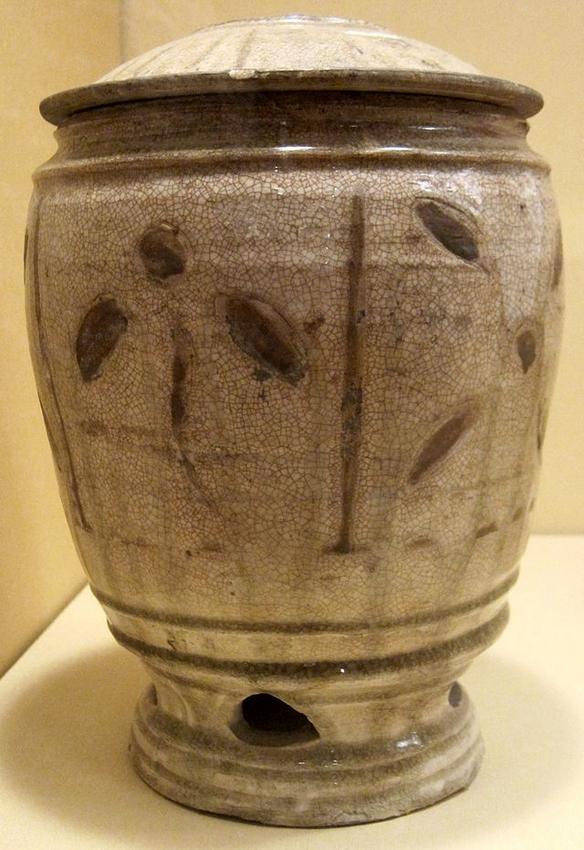 Grain_jar_from_Vietnam,_Thanh_Hoa,_11th-12th_century,_porcelain_with_crackled_glaze,_HAA.JPG
