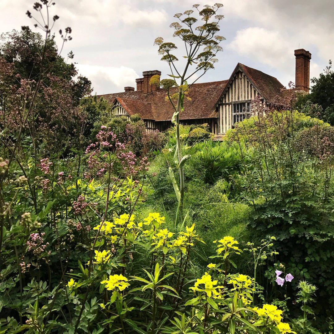 Great-Dixter-house-border-Lush-Garden-Design_1500px.jpg