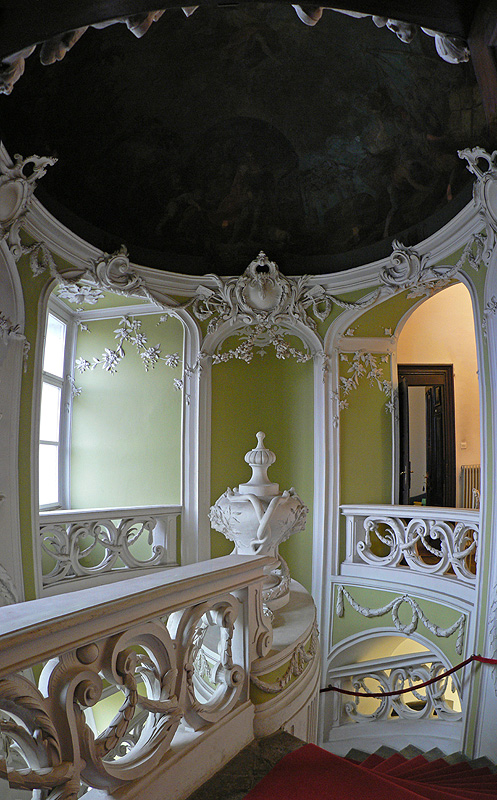 Gruber_Manor._staircase.jpg