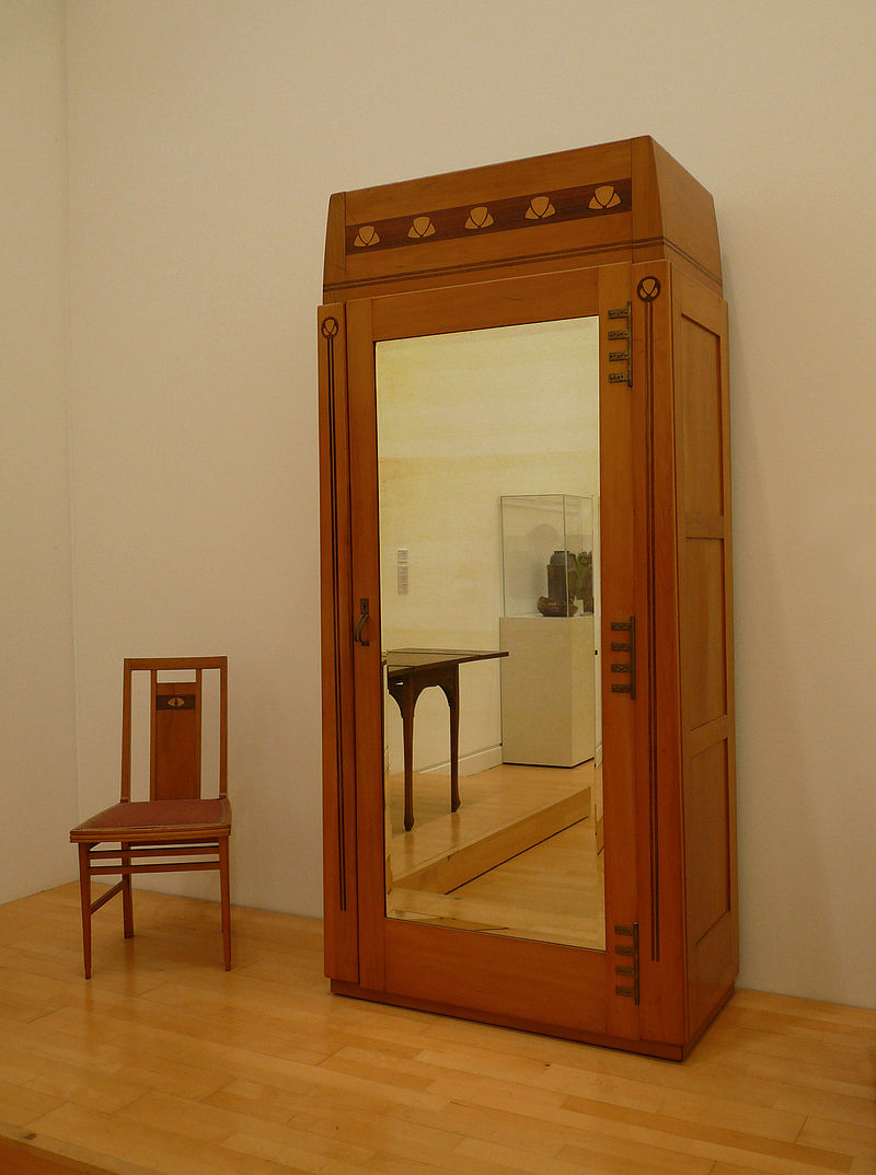Gustave_Serrurier-Bovy-Chaise_et_armoire.jpg