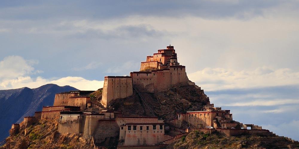Gyantse-Dzong-Tibet.jpg