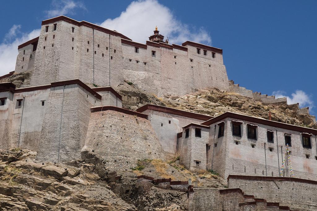 Gyantse Dzong, Tibet19658024604_1b4cec0aa2_b.jpg