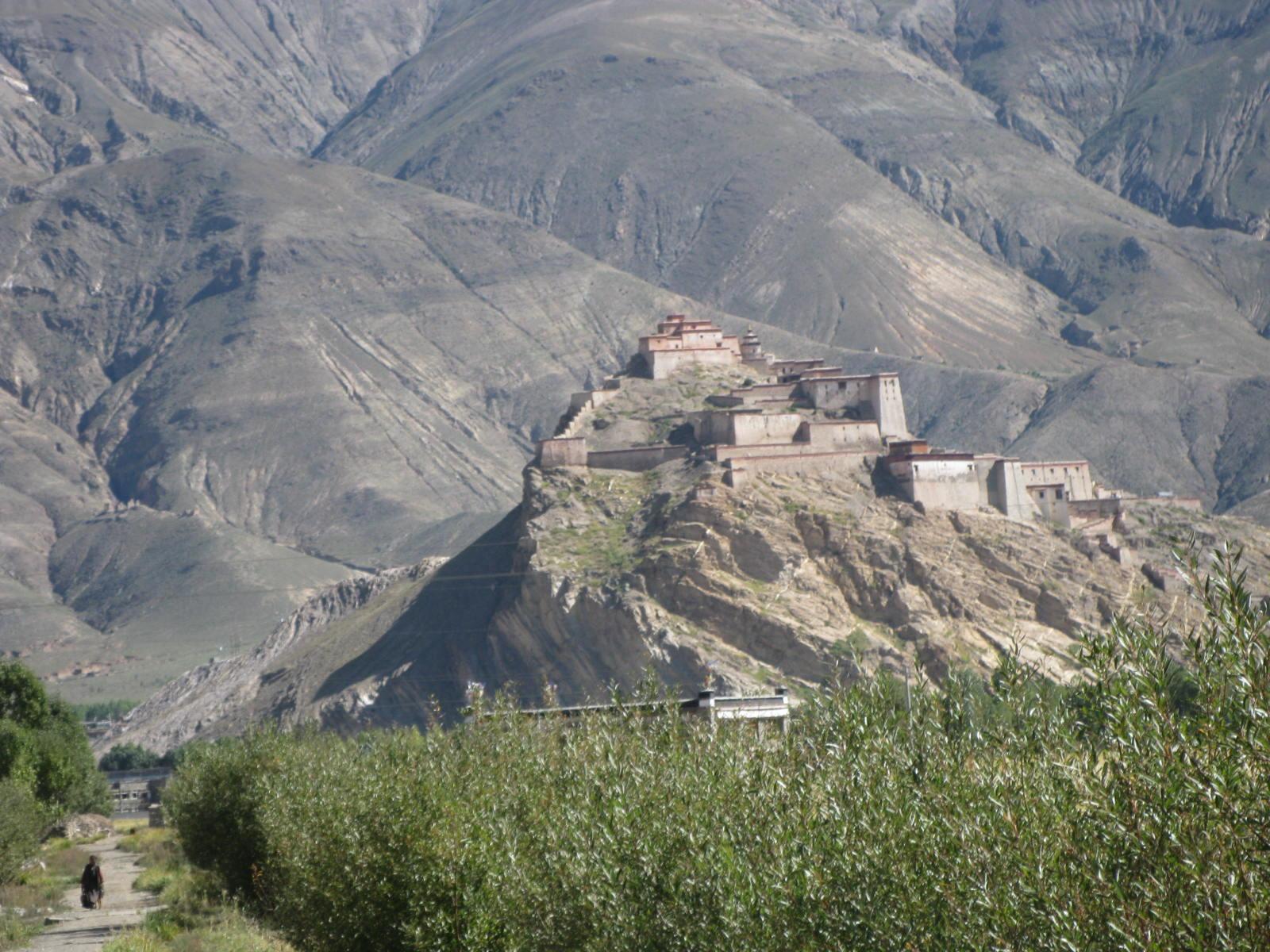 Gyantse Dzong, Tibetphoto-725314.JPG