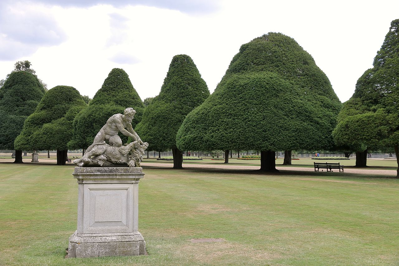 Hampton-Court-Palace_JBU03.jpg