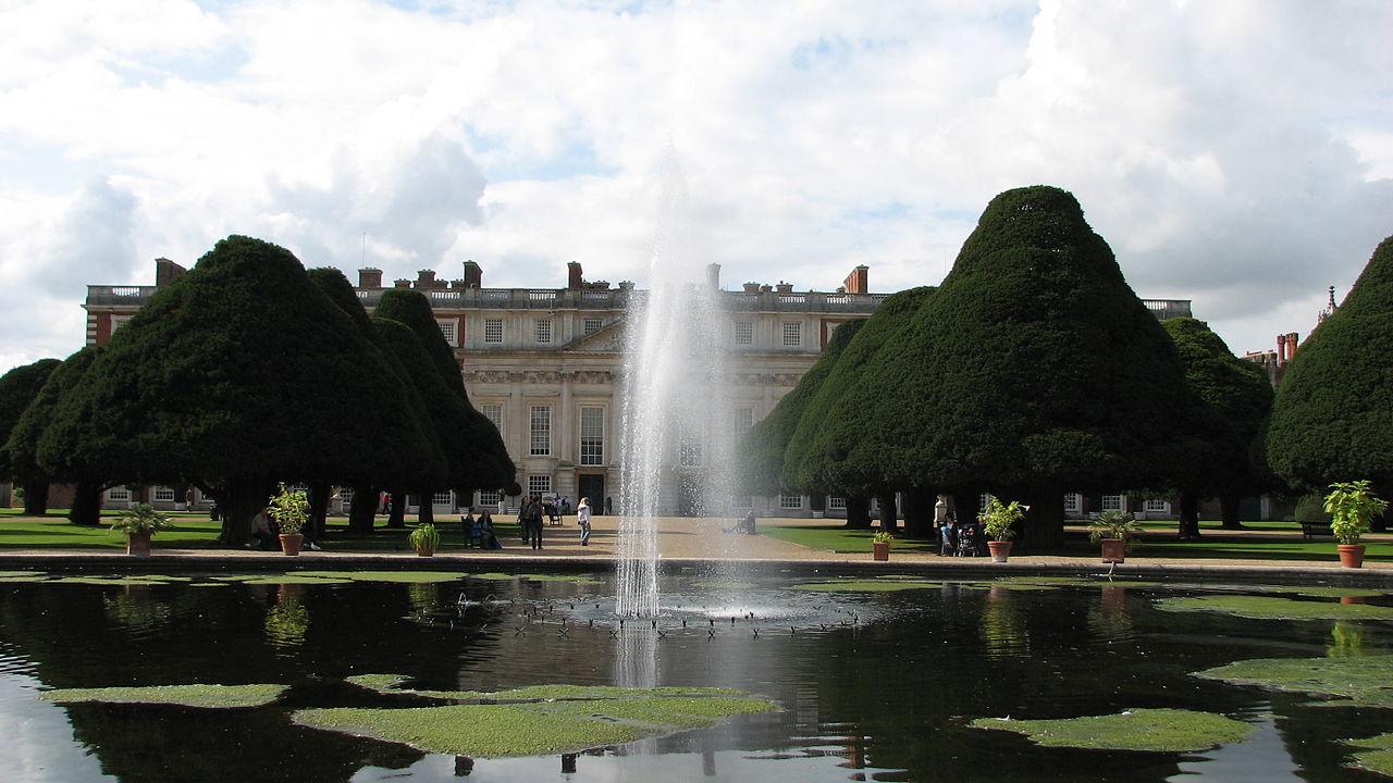 Hampton_Court_Palace_(3027474366).jpg