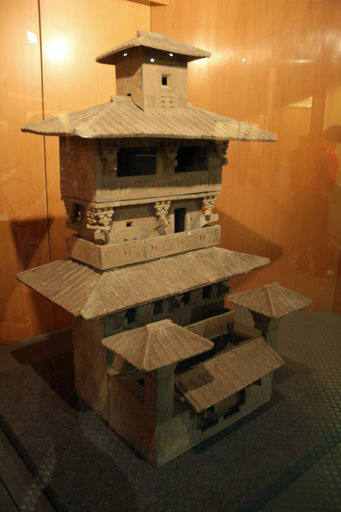Han_Dynasty_pottery_tower2.JPG