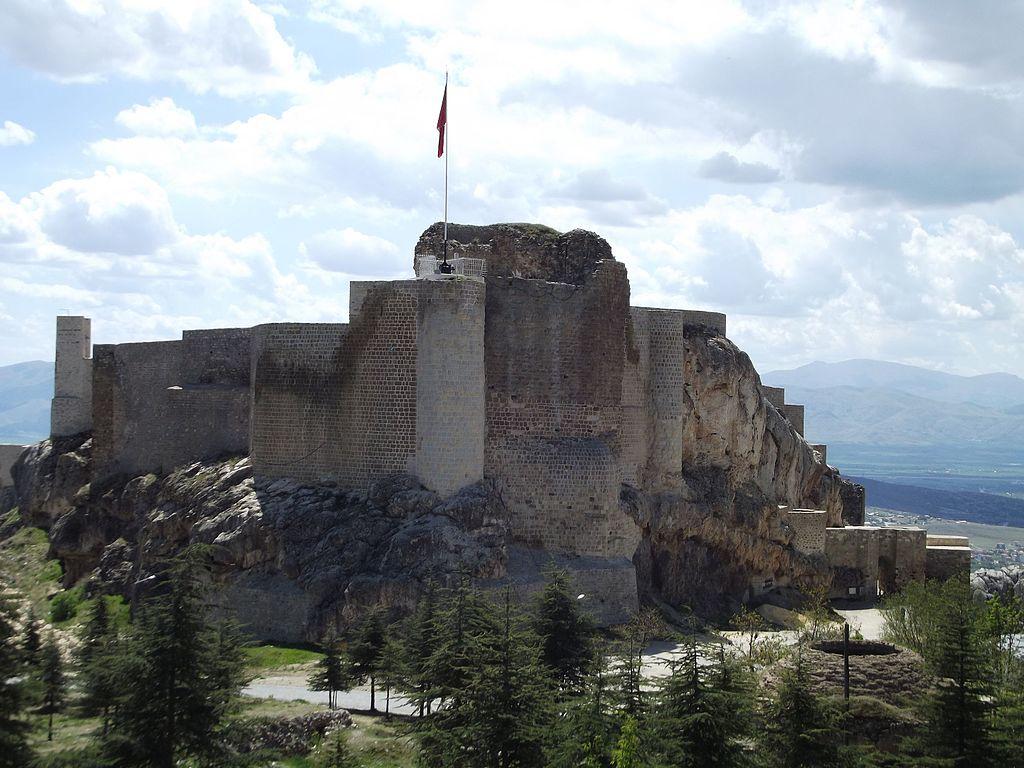 Harput_Kalesi_-_panoramio.jpg