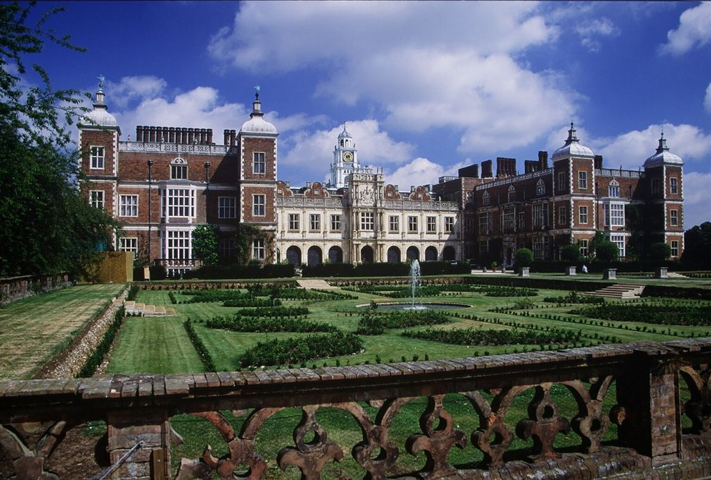Hatfield_House.jpg