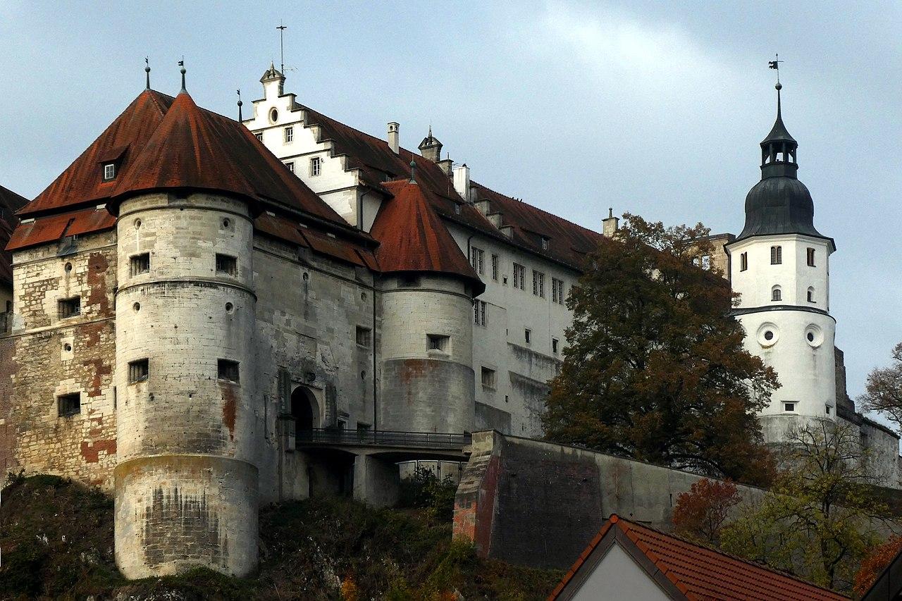 Heidenheim_a_d_Brenz,_Schloss_Hellenstein_v_NO,_1.jpeg