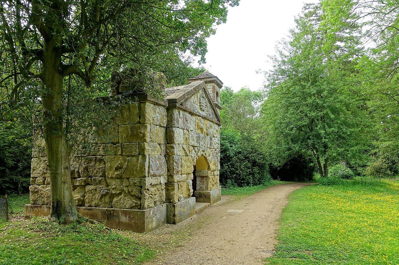 Hermitage,_Stowe_-_Buckinghamshire,_England_-_DSC06904.jpg