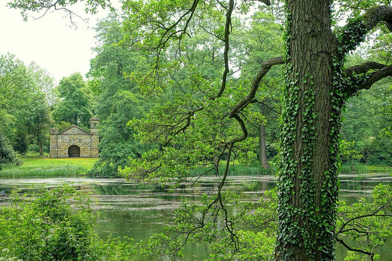 Hermitage,_Stowe_-_Buckinghamshire,_England_-_DSC06977.jpg
