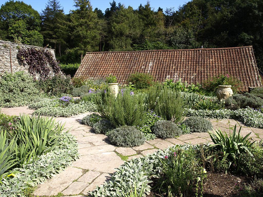 Hestercombe_Dutch_Garden3.jpg