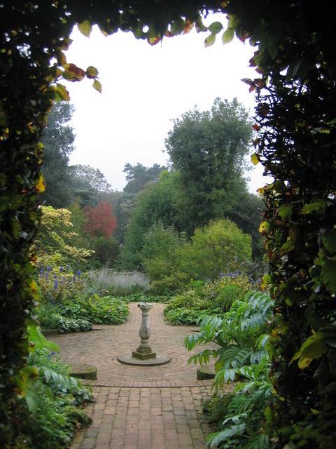 Hidcote_Gardens_-_geograph.org.uk_-_273658.jpg