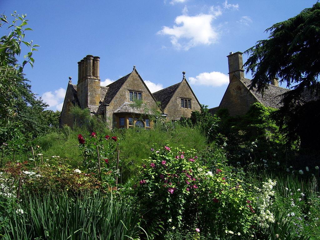 Hidcote_gardens_-_panoramio.jpg