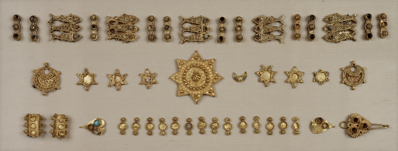 Hispano-Moresque_-_Gold_Jewelry_Elements_-_Walters_571а596_-_Group.jpg