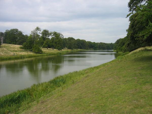 Holkham_Lake_-_geograph.org.uk_-_1460581.jpg