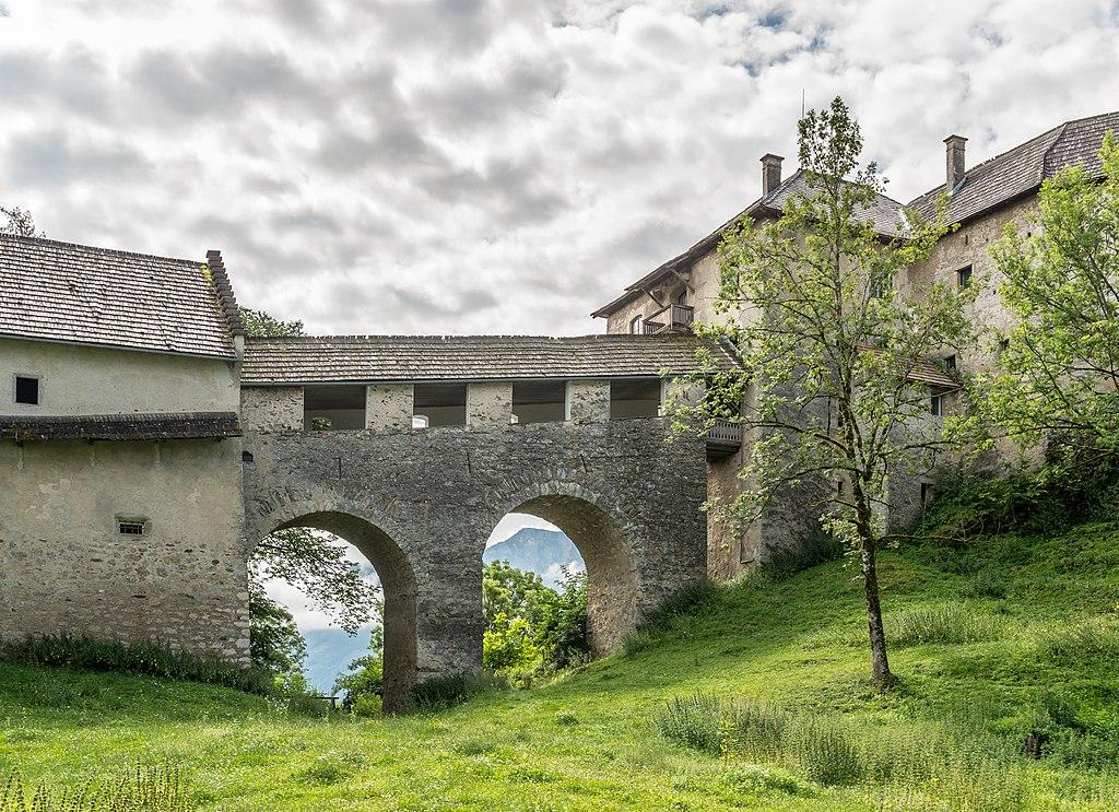 Hollenburg_Burganlage_Brücke_über_Halsgraben_13072018_6009.jpg