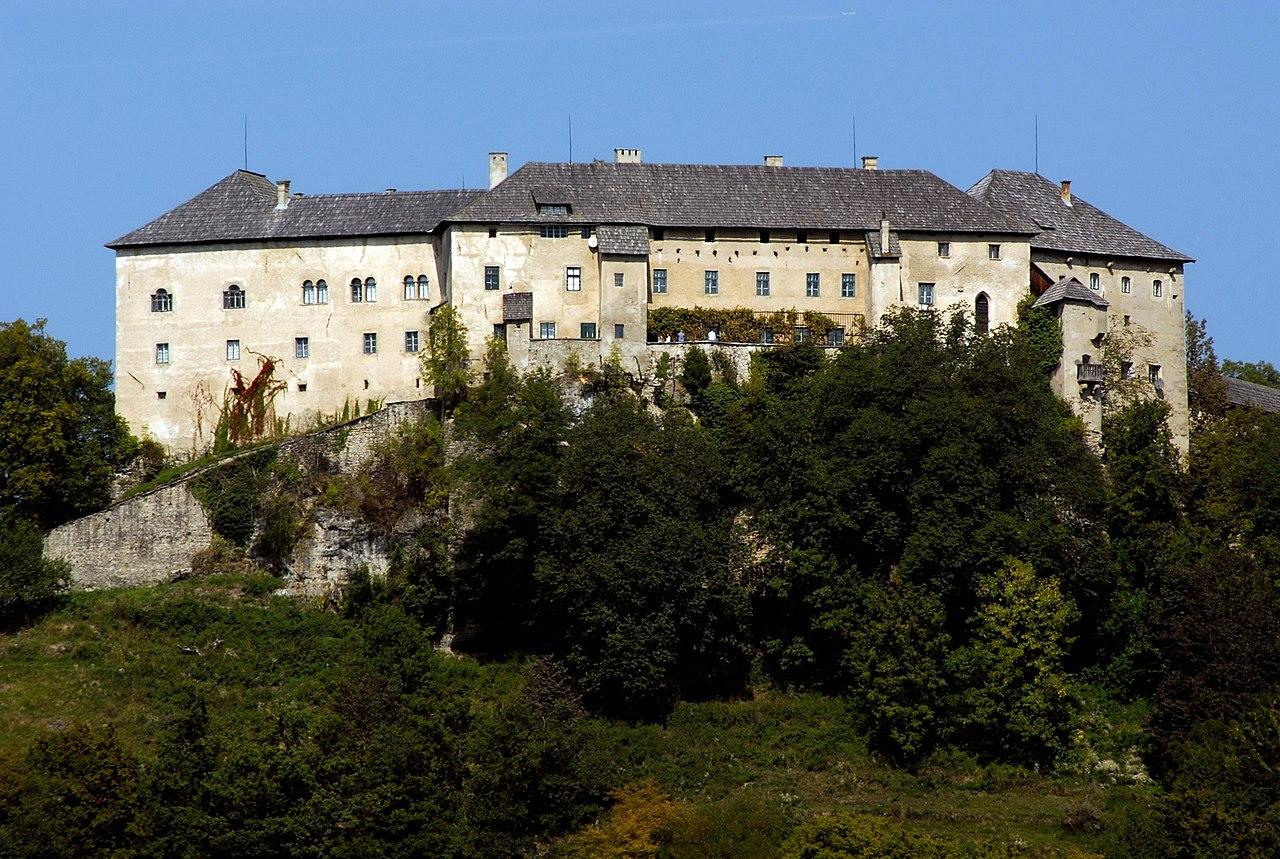 Hollenburg_Burganlage_S-Ansicht_14092006_07.jpg