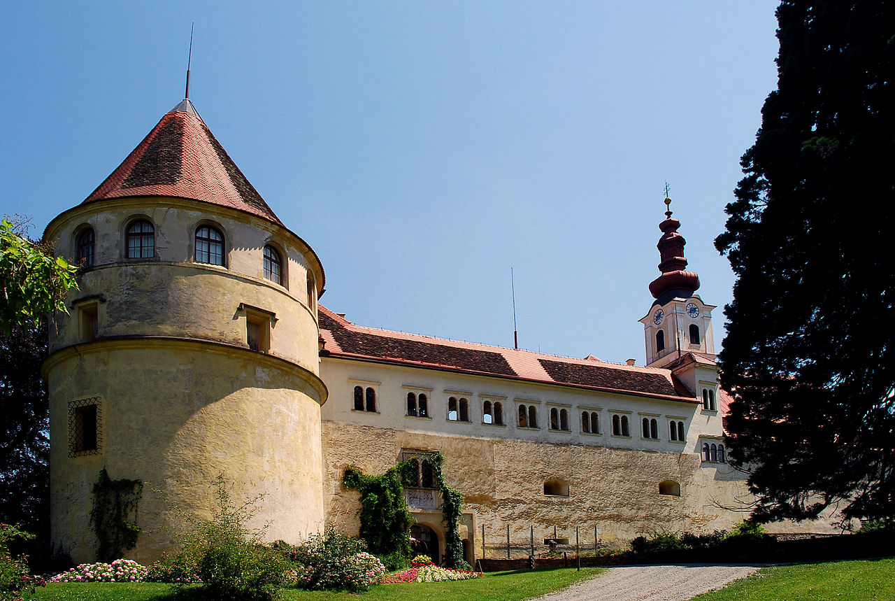 Hollenegg_Schloss_Westseite.jpg