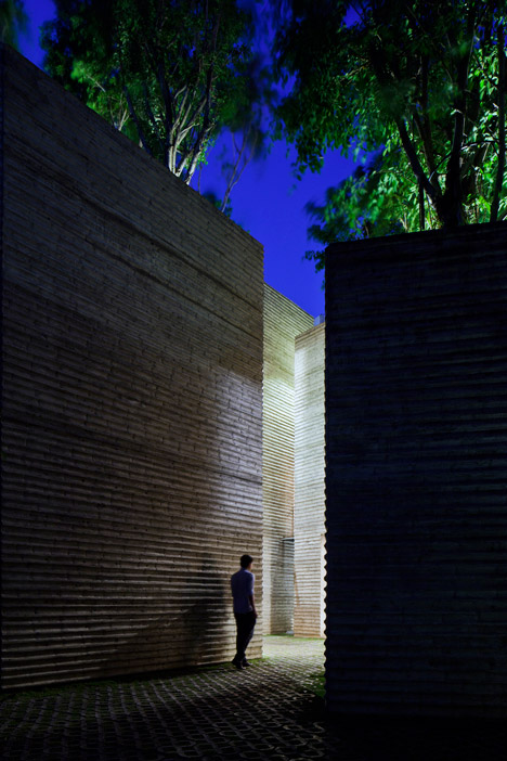 House-for-Trees-by-Vo-Trong-Nghia-Architects_dezeen_468_11.jpg