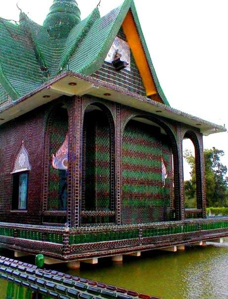 Hram-Vat-Lan-Kuad-Hram-milliona-butylok--Tailand.jpg