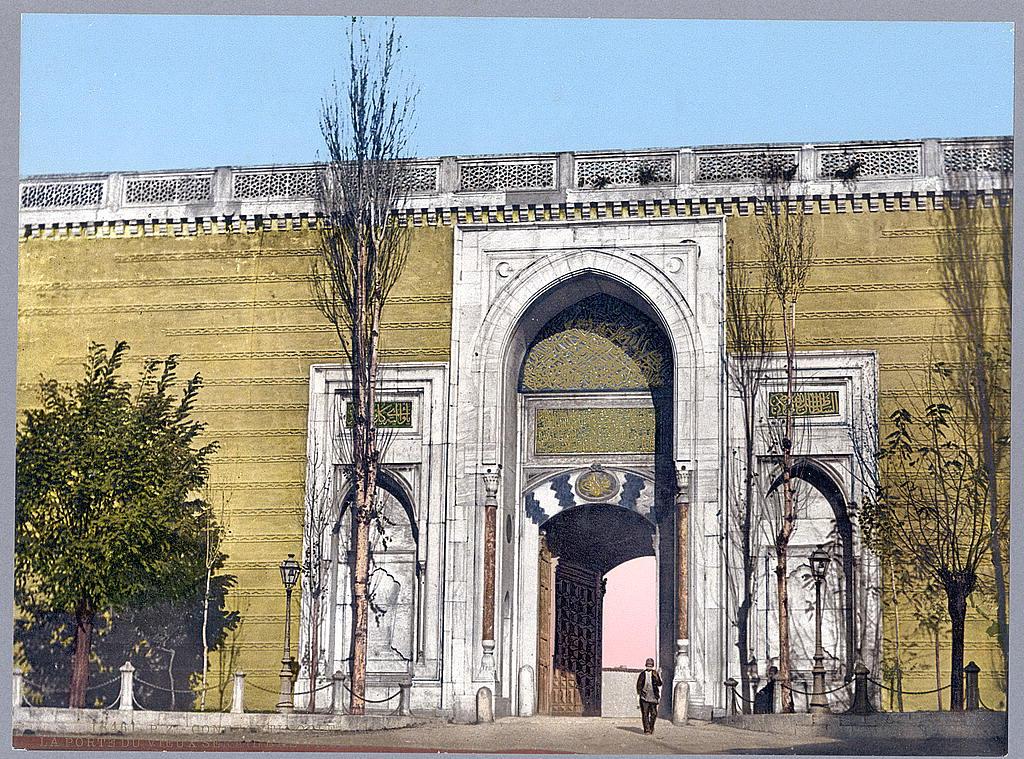 Imperial_gate_Topkapi_Palace_Istanbul.jpg