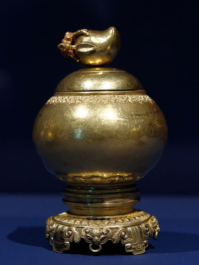 Incense_box_from_the_Imperial_court_NMVH_EDAV.jpg