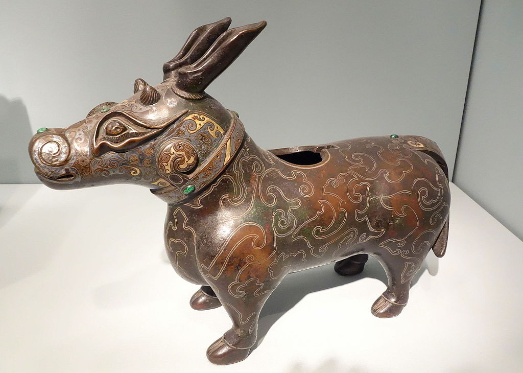 Incense_burner_in_the_shape_of_a_mythical_beast,_China,_Song_dyn.JPG