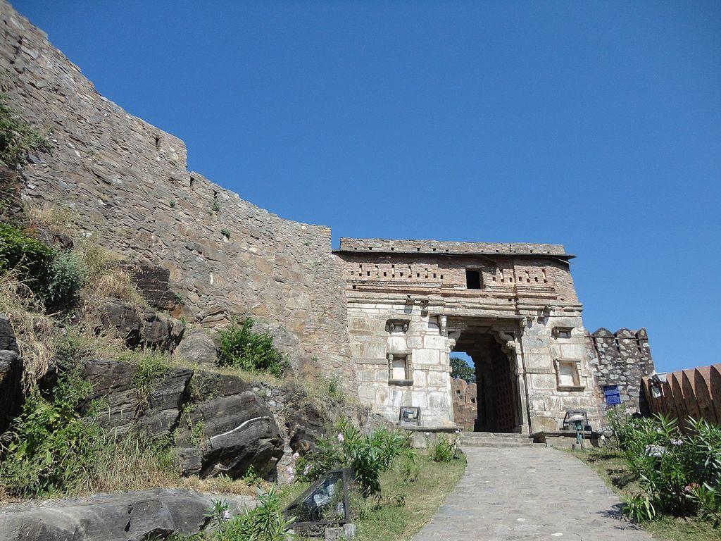 Inside_Kumbhalgarh_Fort.jpg