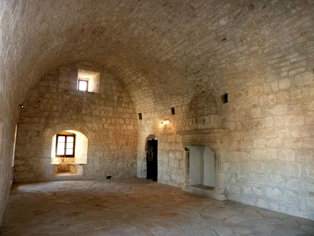 Interior_of_Kolossi_Castle_(12).jpg