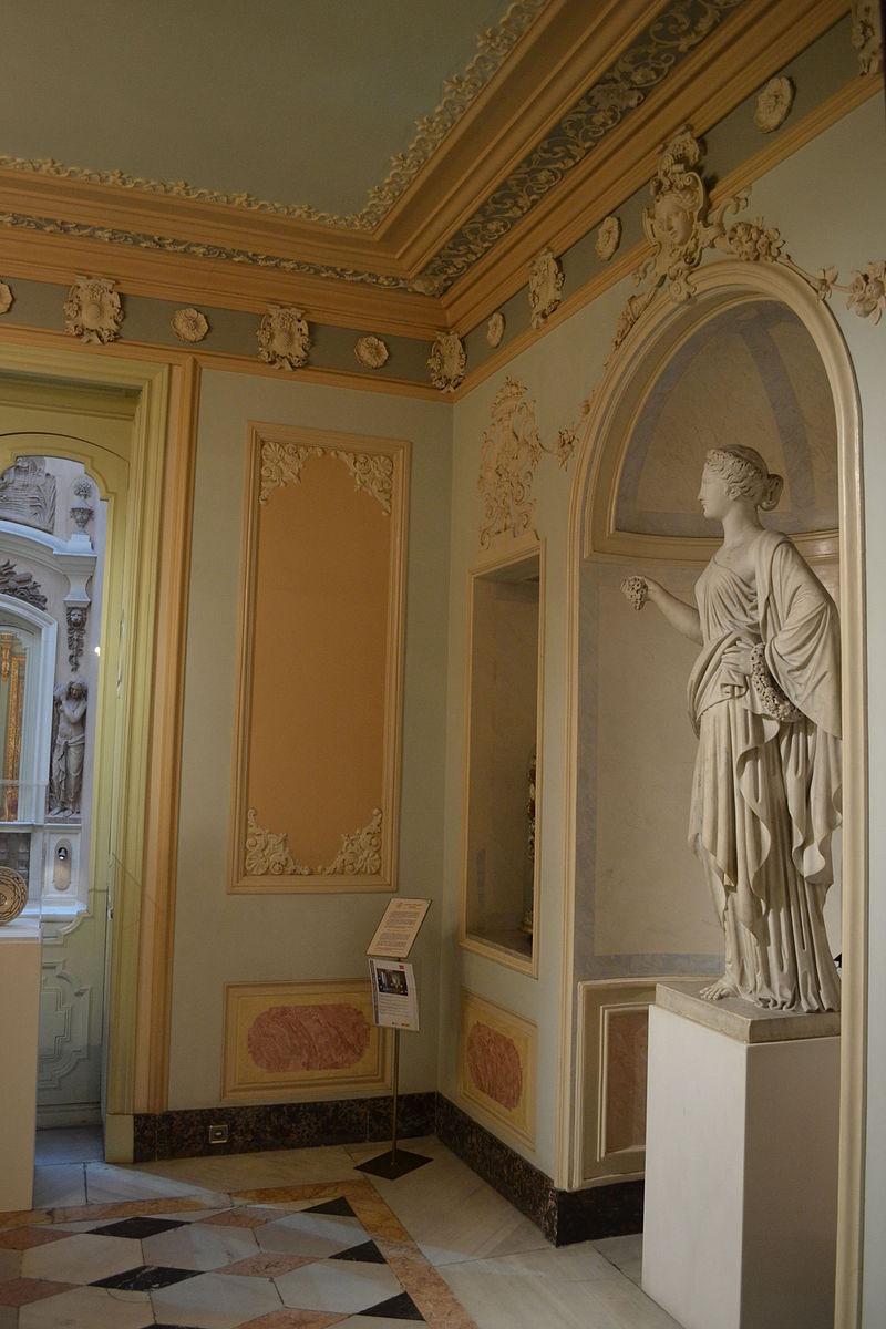 Interior_of_the_Palau_del_Marqués_de_Dos_Aigües_-_Vestíbul_03.JPG