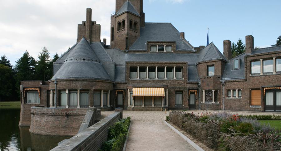 Jachthuis-Sint-Hubtertus-leisteen-dak.jpg