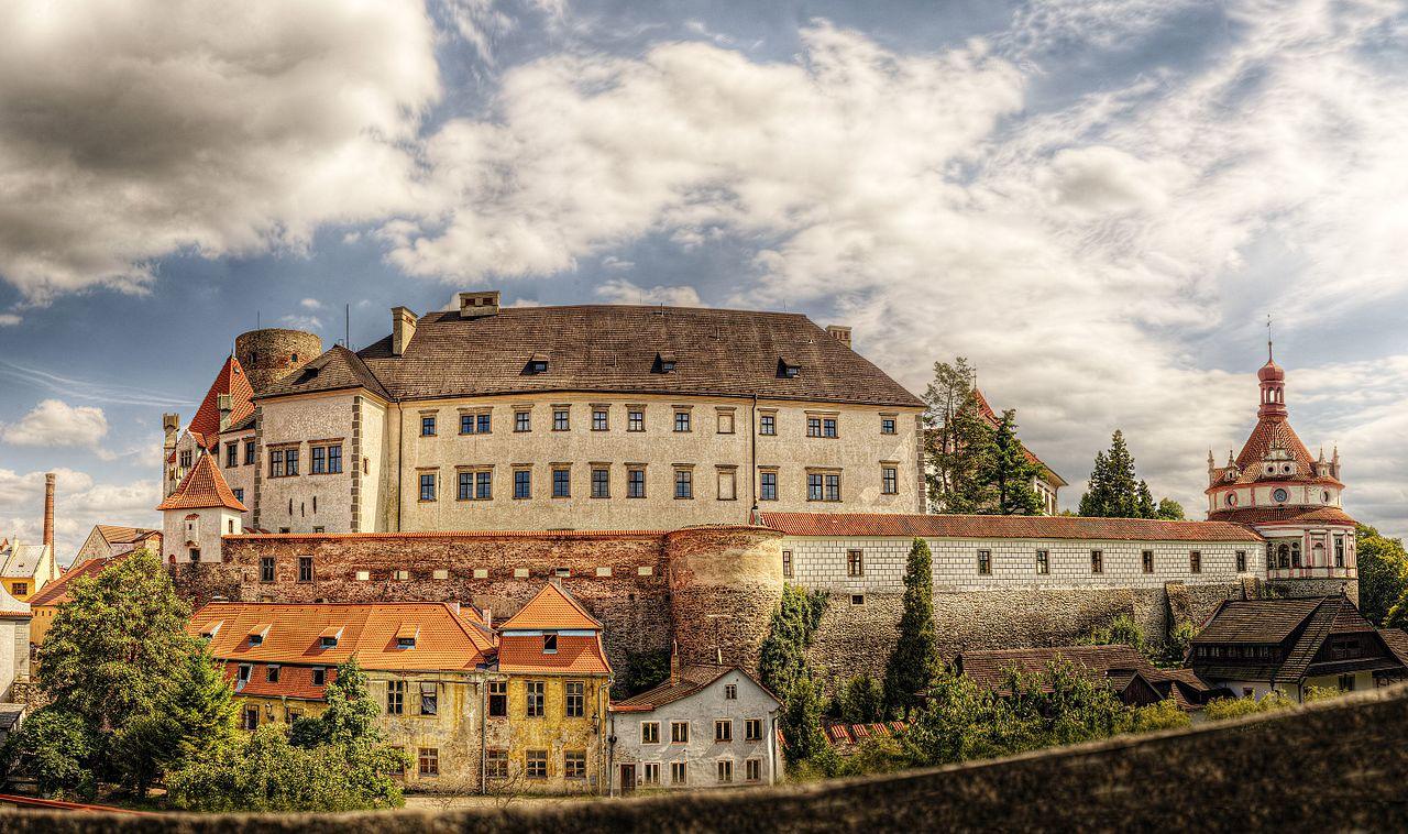 Jindřichův_Hradec_-_panoramio.jpg