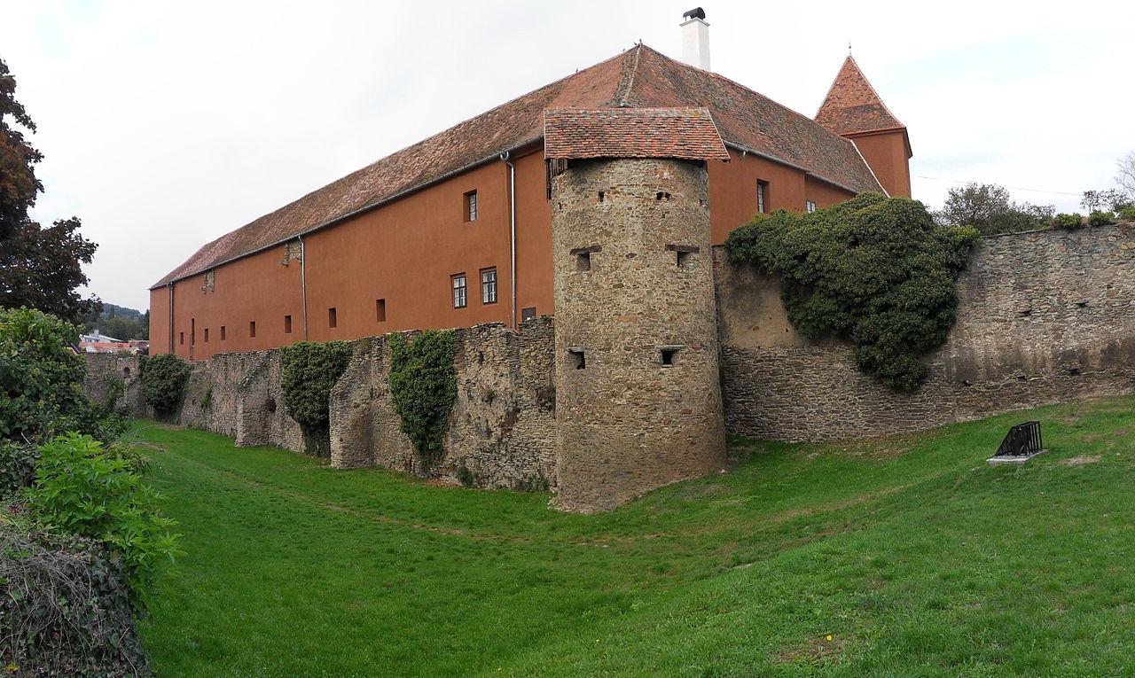 Kőszeg 1280px-Jurisics-vár_Nyugatioldal.jpg