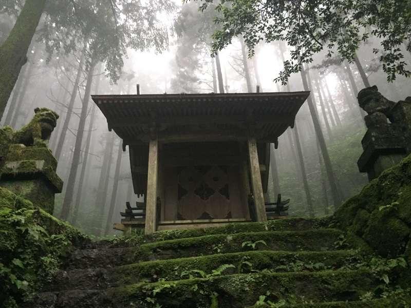 Kamishikimi-Kumanoimasu-Shrine7.jpg