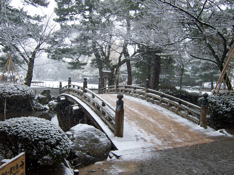 Kenrokuen_bridge.jpg