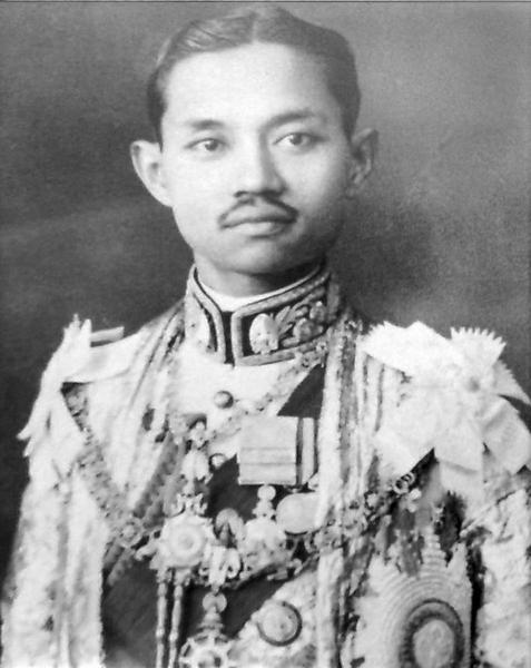 King_Prajadhipok_portrait_photograph.jpg